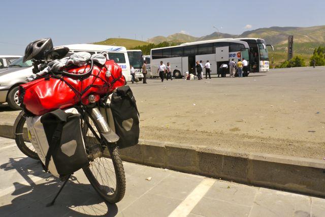 Een stop bij een tankstation; De karavanserai van de 21ste eeuw