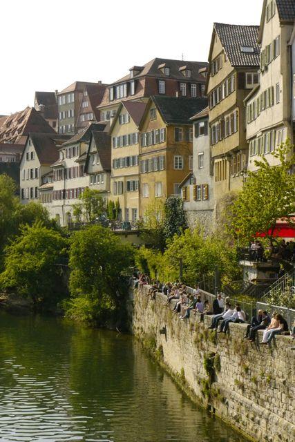 Iedereen geniet van het lenteweer in Tübingen