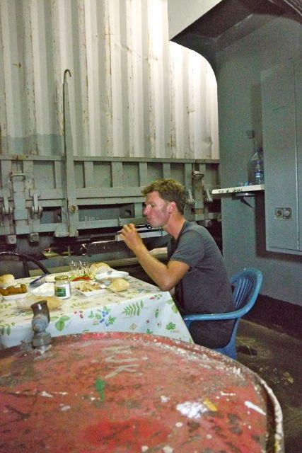 We werden uitgenodigd door de bemanning voor de lunch in het ruim