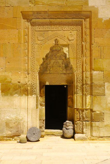 een deur van de karavanserai