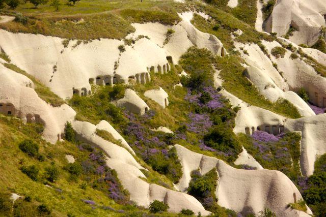 De duiven vallei te zien vanuit Ürgup