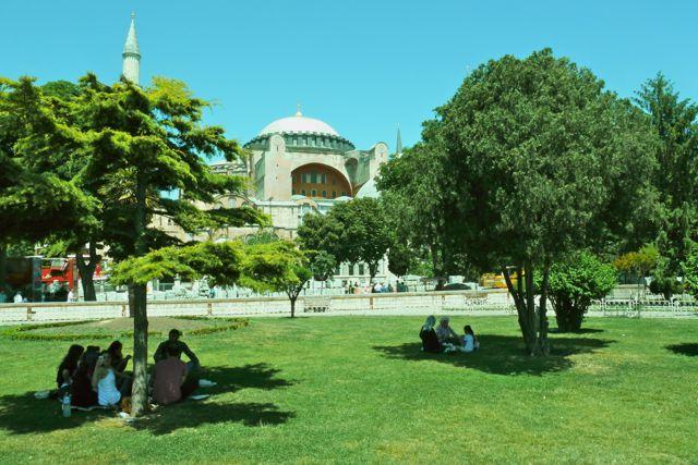 Het park bij de Hagia Sofia