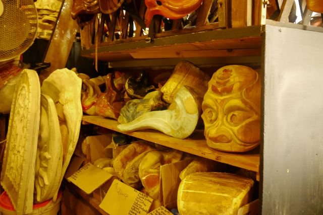 Mallen bij de Venitiaanse maskermaker