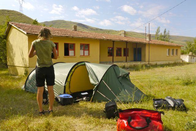 De tent op het schoolplein