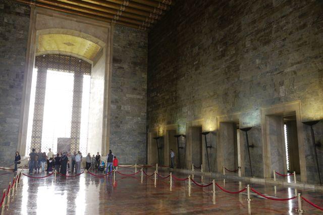 In het mausoleum