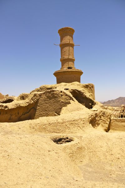 Shaking minaret