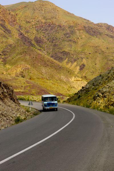 De eerste oude Iraanse bus. Er zullen er nog veel volgen...