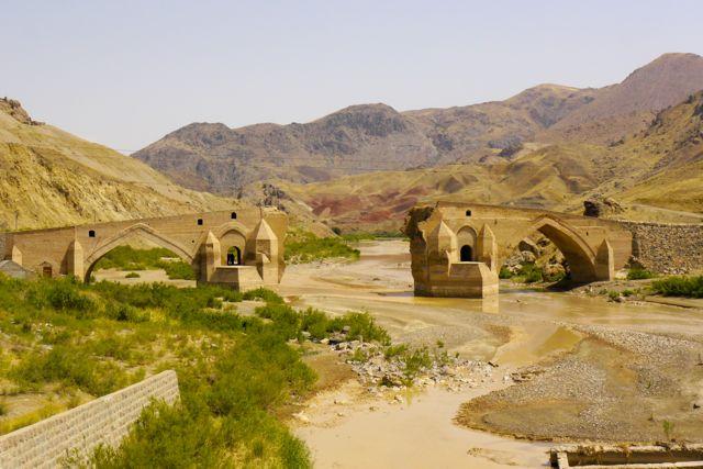 oude brug ten oosten van de stad Zanjan