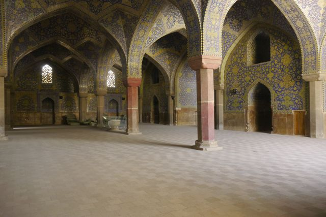 In de moskee.