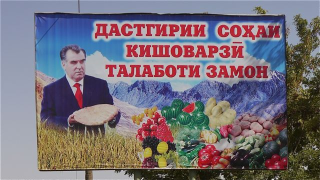 ...dus keurt hij het brood, de groenten enz. enz.
