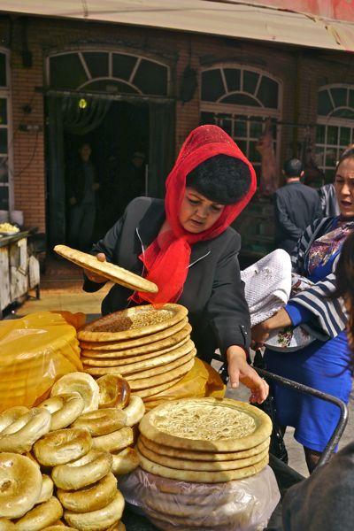 De mooiste broodverkoopster van de stad