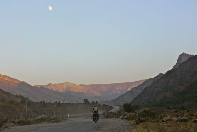 Klein fietsertje in groot landschap 2