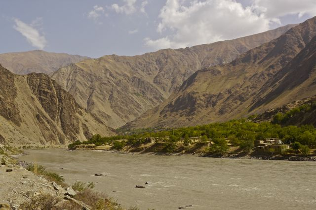 Aan de overkant ligt Afghanistan