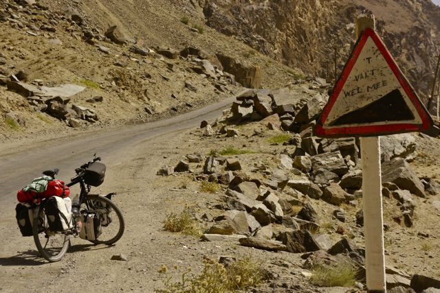 Wil de fietser die dit bord versierd heeft zich melden? (Wereldfietserforumlid?)