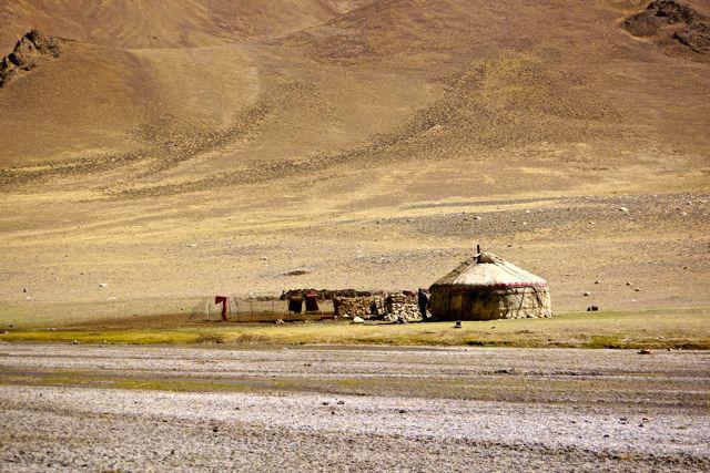 Op de Pamir kun je in een yurt overnachten