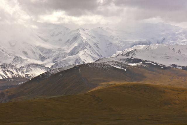 Aan de Noordzijde van de Pamir zijn alle toppen besneeuwd
