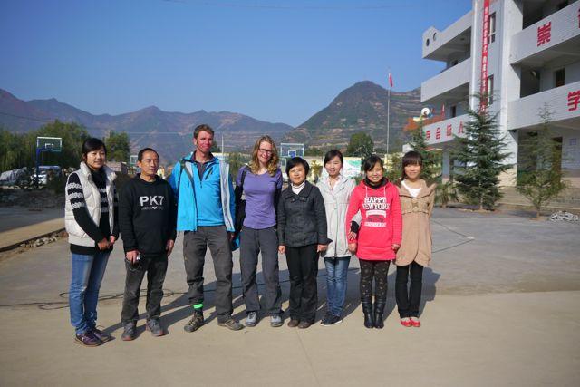 En nog een keer poseren, ditmaal met de docenten van het team.