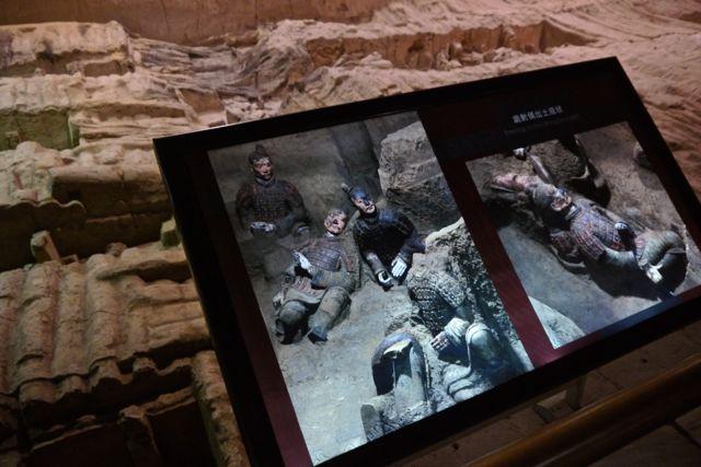 De krijgers waren oorspronkelijk allemaal beschilderd. De kleur vervaagt echter op het moment dat ze aan zuurstof worden bloodgesteld.