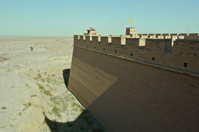 Jiayuguan; Eens het meest westelijke punt van het Chinese keizerrijk met een groot fort aan de rand van de woestijn.
