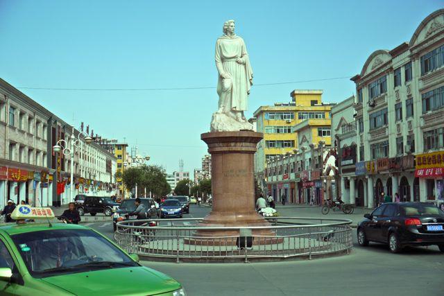 Marco Polo verbleef een jaar in Zhangye, als eerbetoon kreeg hij een standbeeld en werd een hele straat voorzien van ' Venitiaanse gevels'