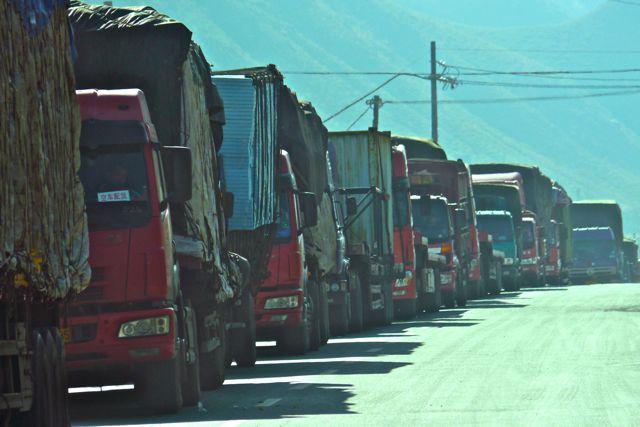 Een eenvoudig ongeluk leidde tot een file van meer dan 10km aan weerszijde van het ongeluk. Chinezen en verkeer...slechte combi