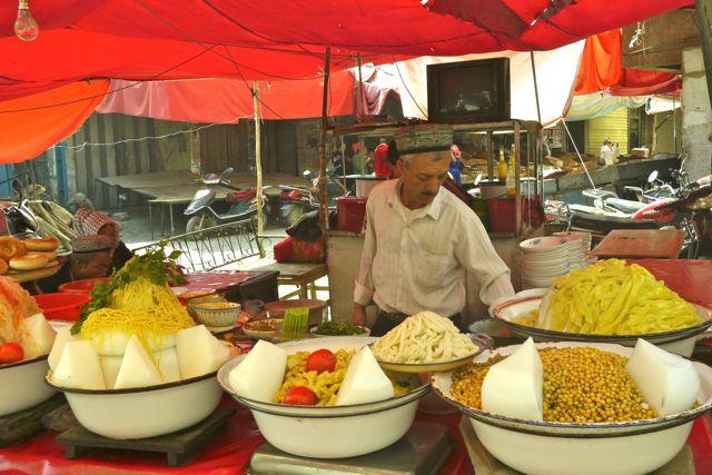 Etensstalletjes in Kashgar; kleuren, geuren, smaken, hemels na de Pamir!