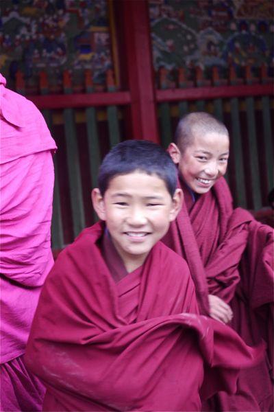 Jonge monniken; De jongste leden van de gemeenschap zijn vijf jaar oud.