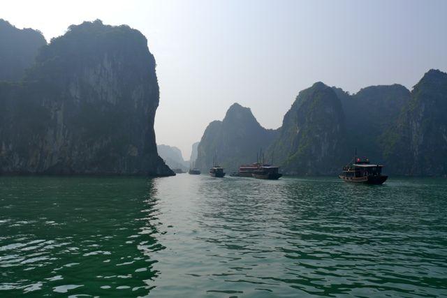 Eerst voeren we nog in een vloot van toeristenboten, later waren we maar met een boot ...