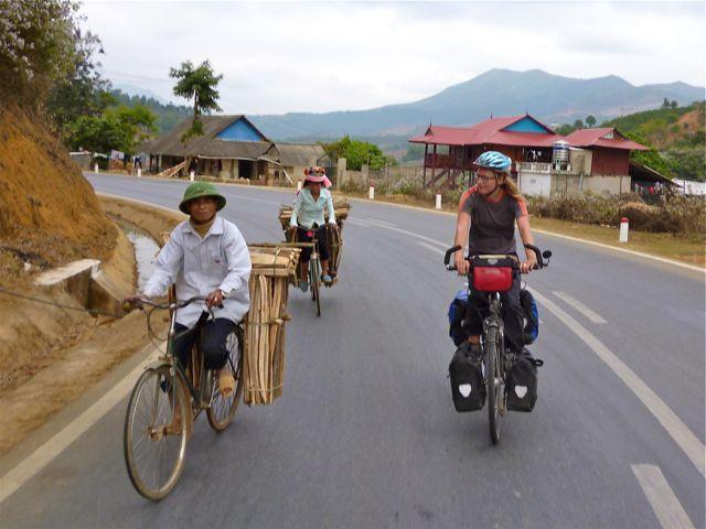 We zijn niet de enige die met bagage fietsen.