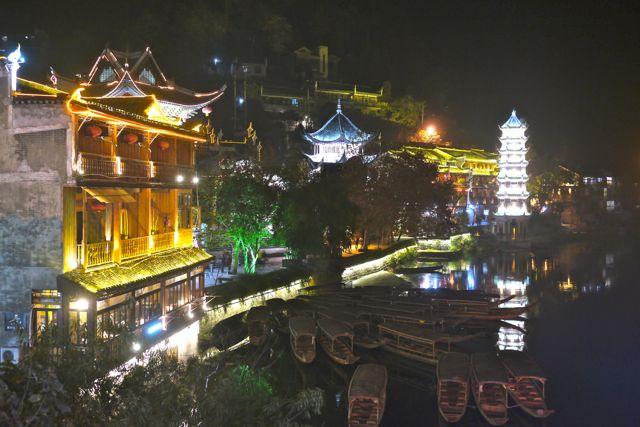 De Chinezen houden wel van wat gekleurde lichtjes.