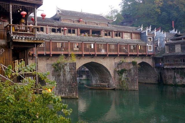 De overdekte brug van Fenghuang.