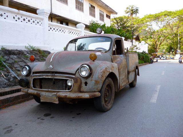 Op verzoek van Max en Margo; meer vreemde voertuigen - Hier een oude Morris Minor pickup!