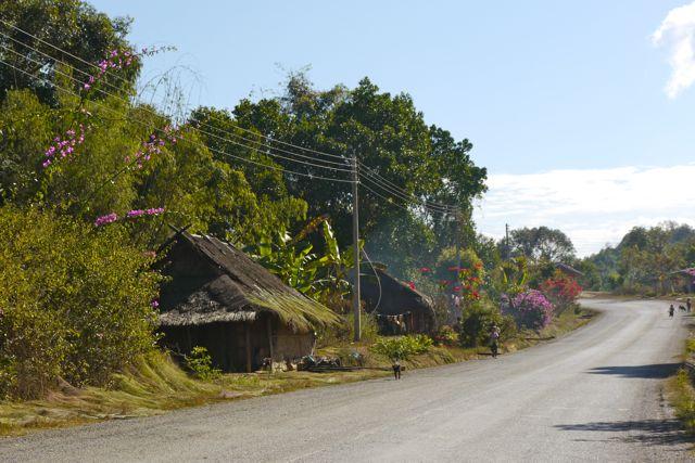 Een dorpje zoals we ze veel zien in Laos.
