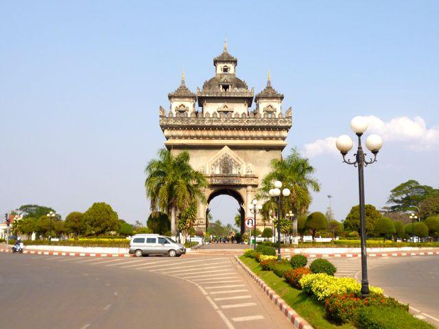 Ook Laos heeft een Arc de Triomphe (van beton.)