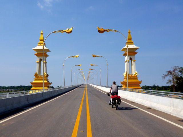 Eventjes naar Thailand om te voorkomen dat ons visum voor Laos verloopt terwijl we nog in Laos zijn.