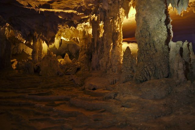 Binnenin de grot.