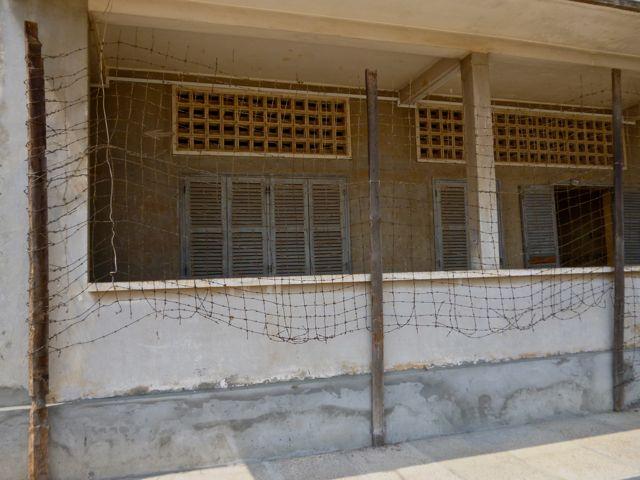 Midden in Phom Pehn ligt Tuol Sleng aka Security Prison 21