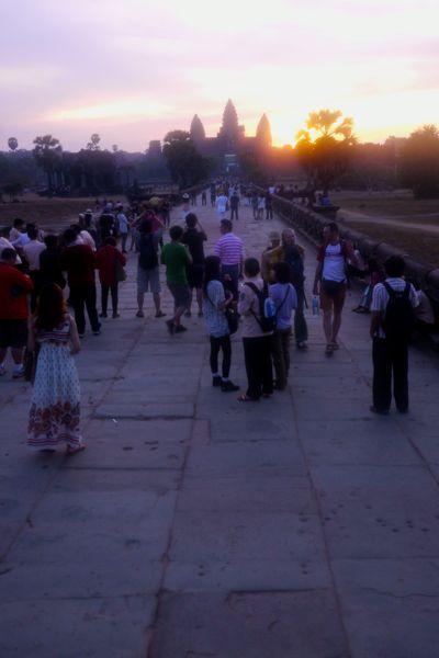 We zijn niet de enige die vroeg zijn opgestaan om Angkor Wat bij zonsopgang te zien.