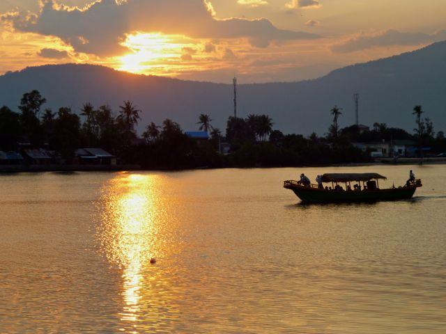 Zonsondergang bij Kampot