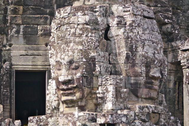 De tempel telt 54 torens.