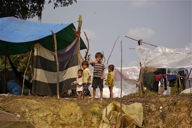 Of deze kinderen naar school gaan? We betwijfelen het ten zeerste.