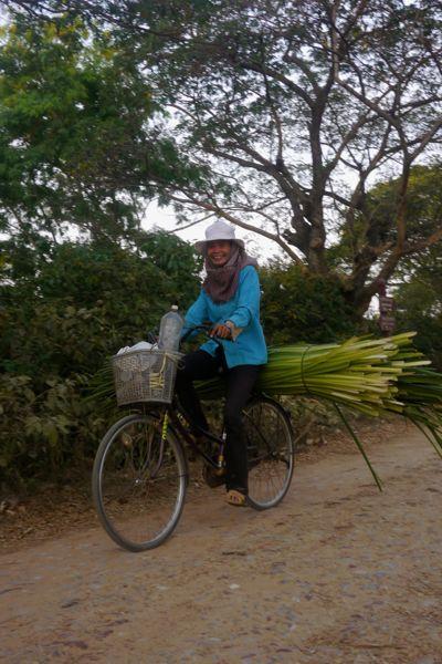 We hebben veel rondgefietst rondom Angkor Wat. Geen toerist te zien.